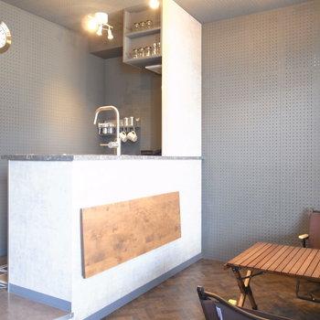 コーヒースタンドっぽくてすてき!テーブルはスチール脚のシンプルなものも似合いそう〜。※写真は前回募集時のものです