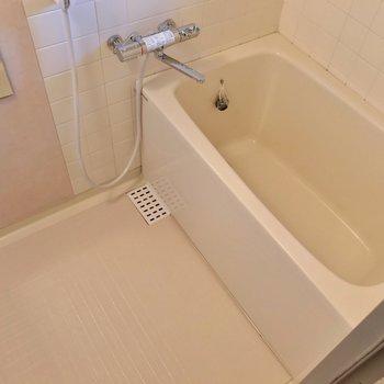 お風呂はサーモ水栓で、温度調節も簡単です!