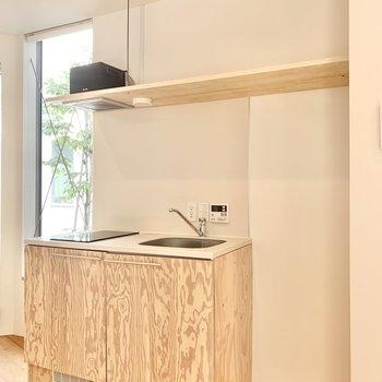 キッチン横に冷蔵庫が設置できます。