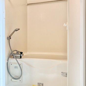 浴室乾燥機や追焚き付きのお風呂です。