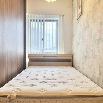 【Bed Room】ベッドがすっぽり。落ち着いてお休みになれそうです。