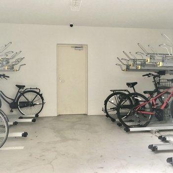 駐輪スペースは屋内に。