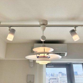 【LDK】照明はお好きなポイントに向け、調整ができますよ。