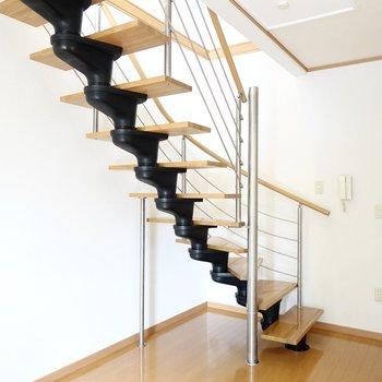 素敵な階段があると、普通の日々もちょっと特別な日常になりそうな予感◎