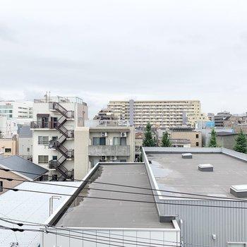 バルコニーからの眺望です。遠くまで見渡せます。