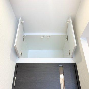 【DK】ドアの上に収納があります。使用頻度の低いものを入れるのに良さそうです。