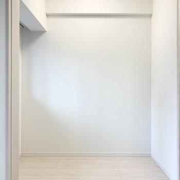 【洋室】落ち着く空間にできそうです。※写真は1階の反転間取り別部屋のものです