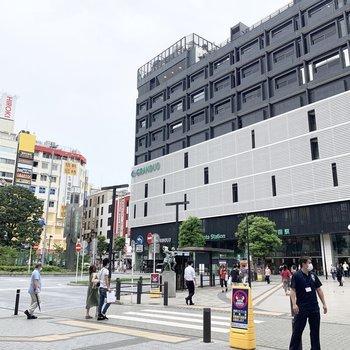 蒲田駅周辺。商業施設が立ち並んでいます。