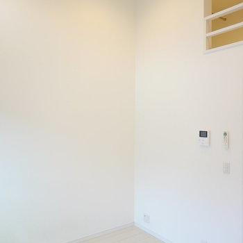 テーブルなどを置くならこの角かな。ロフトがある分、お部屋を広く使えますね。