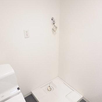 その隣には洗濯機置き場。