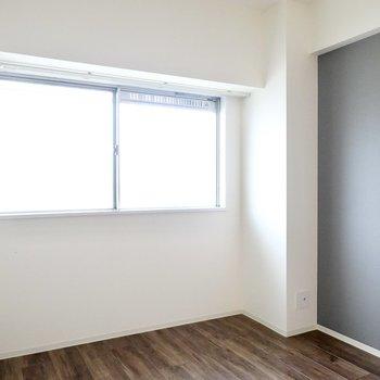 廊下側の洋室もLD側と同じ内装。