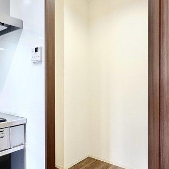 キッチンの右側にはさらにスペースが。