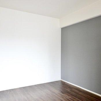 LDの隣の洋室。こちらもグレーのクロス。