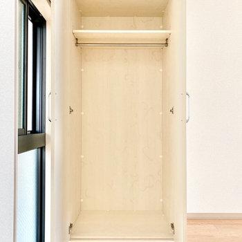 こちらのクローゼットは可動式です。インテリアに合わせて位置を調整してくださいね。※写真は3階の同間取り別部屋のものです