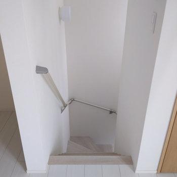 階段を下って玄関へ。