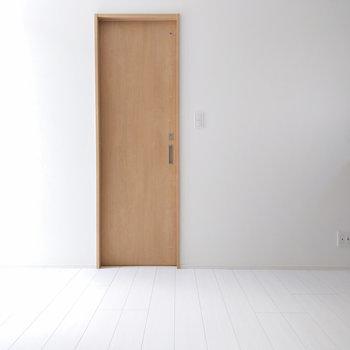 階段から見た居室。