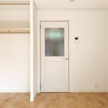 白い壁と無垢床に癒される毎日を