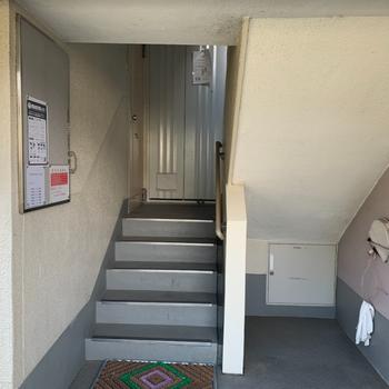 共用部です。2階までは階段で