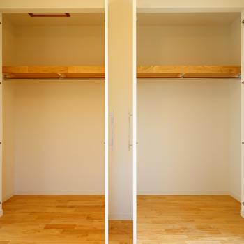 【イメージ】約5畳の洋室はクローゼットが2つ。しっかり使い分けられますね