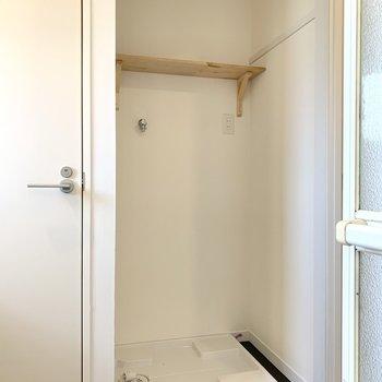 洗濯機置場上にはタオルや洗剤を。