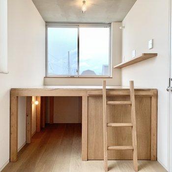 上がベッドスペース、下が収納です。