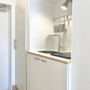キッチンは収納がしっかりあって、使いやすそうなつくりです。