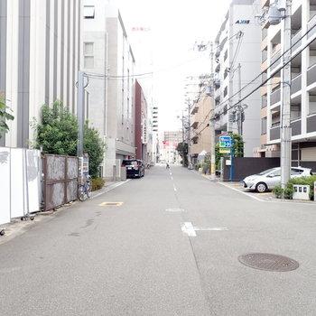 周辺環境】車通りはすくなく、道路はゆったりとしていて歩きやすいです。
