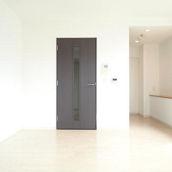 写真右奥のスペースにはキッチンがあります!