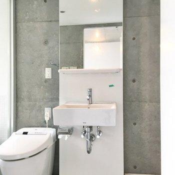 洗面台の鏡は結構背が高いです。