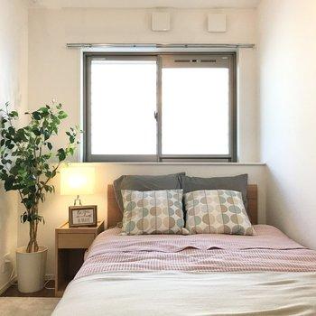 こちらは5.4帖。ベッドだけ置いて寝室へ!(※写真の家具小物は見本です)