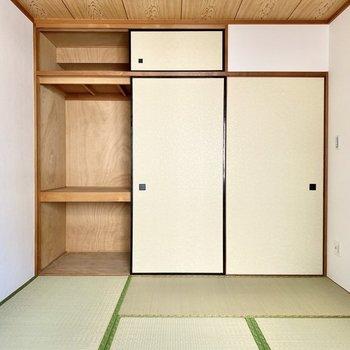 【和室】押し入れには布団などの大物もしっかり収納できます。