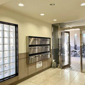 集合ポストはエレベータホールにありました。