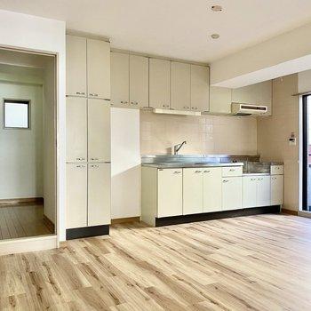 【DK】キッチン周りの戸棚が個性的ですね。