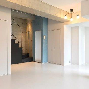 【4階部分】水色の壁の中にも、洋室があります。