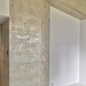 【4階部分】振り返ると、絶妙に組み合わされたコンクリートの柱と梁。