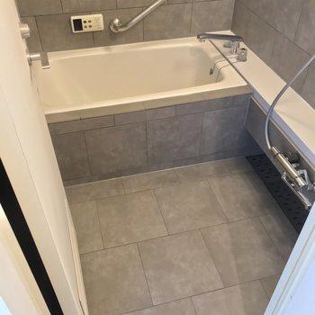【5階部分】お風呂は少しコンパクトです。この雰囲気は、独り占めしちゃいましょう。