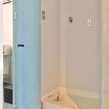 【5階部分】洗濯機置場はキッチンの近くに。扉で隠せます。