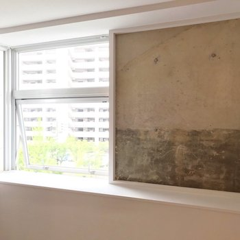 【4階部分】窓の片側がコンクリートという斬新なアイデアも。