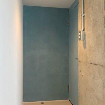 【4階部分】入口付近は水色で統一。
