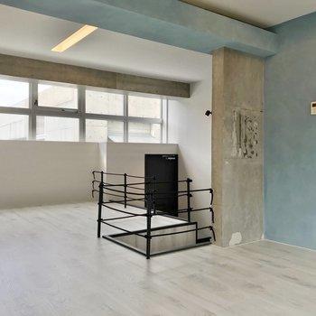 【5階部分】無機質なものが多い空間ですが、淡い水色が混ざり、柔らかい表情も見せてくれます。
