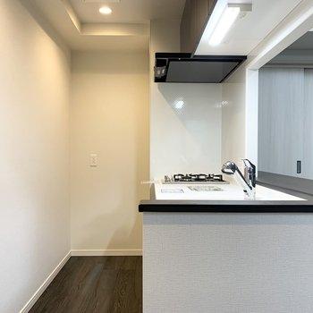 LDKで一体ですが、キッチンは独立感のある空間です。