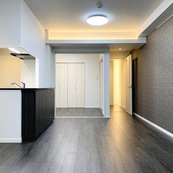 そんなキッチンの奥には引戸で隔てられた空間が。