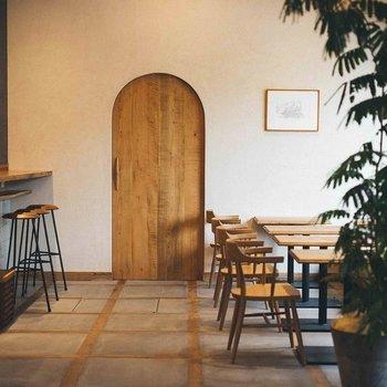 1階のカフェラウンジ ※宿泊ゲストに限らずどなたでもご利用いただけます