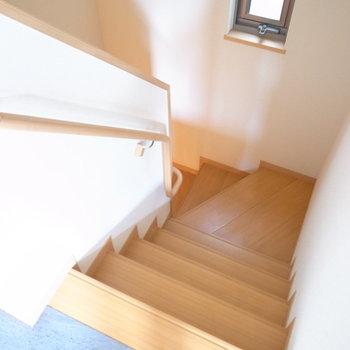玄関のある1階へ。