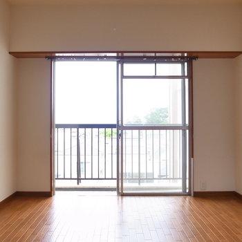 【洋室(収納なし)】こちらはシンプルな真四角のお部屋です。