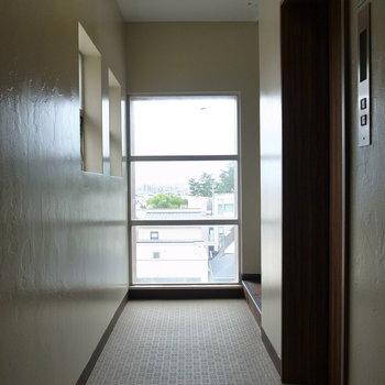 【共用部】廊下はコンパクトでした。