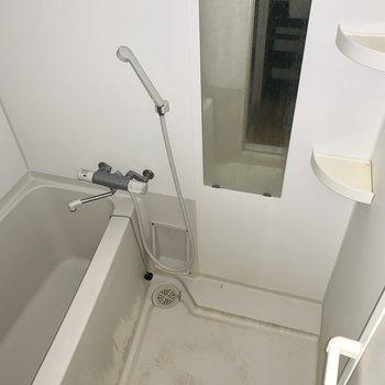 お風呂はシンプル。※通電前・クリーニング前の写真です