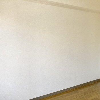 反対側の壁はスッキリと。