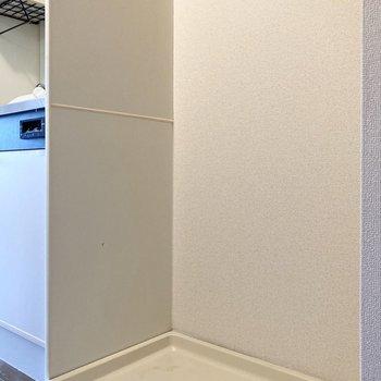 洗濯機置き場はキッチン右横です。