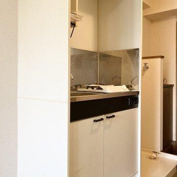 キッチン左横には冷蔵庫を置くスペースがあります。